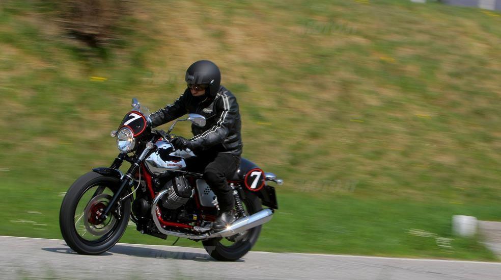 Moto Guzzi V7 2012 Gallery
